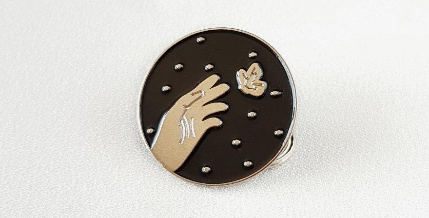 "Pin ""Catching the dream""(srebrny)"