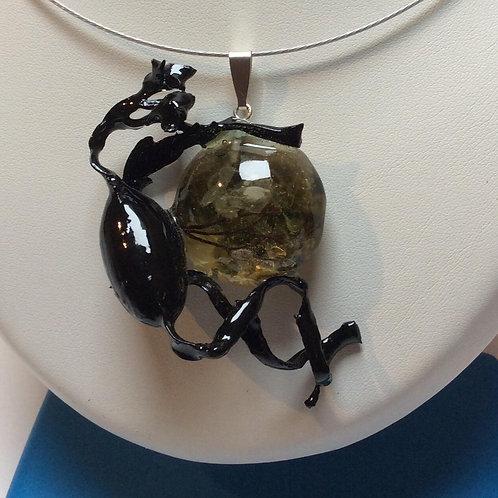 Pendentif algues et résine