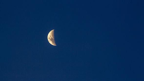 moon-6110866_1920.jpg