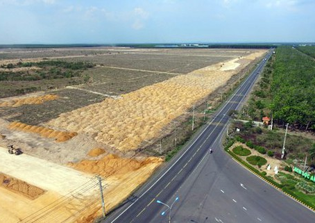 How is The Long Thanh Project Being Implemented?