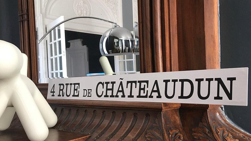 Plaque métal 4 rue de Châteaudun
