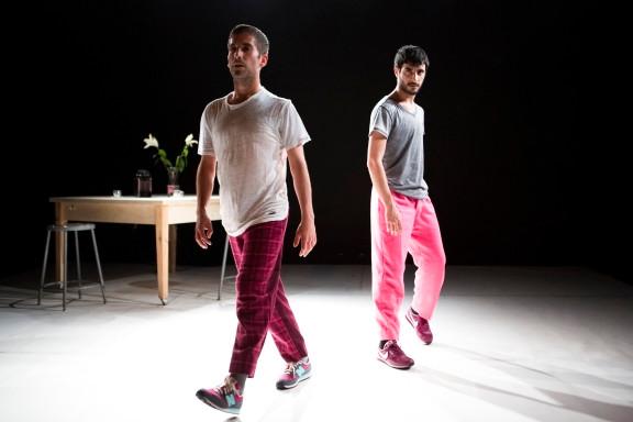 イゴール&モレーノの新作はピンクのスーツ