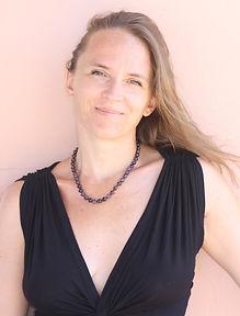 Stéphanie Brunet, artiste lyrique, professeur de chant, professeur de yoga, coache d'artistes et metteur en scène intervient dans de nombreuses structures...