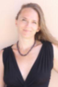 Stéphanie Brunet, coache d'ariste, metteure en scène, professeure de yoga