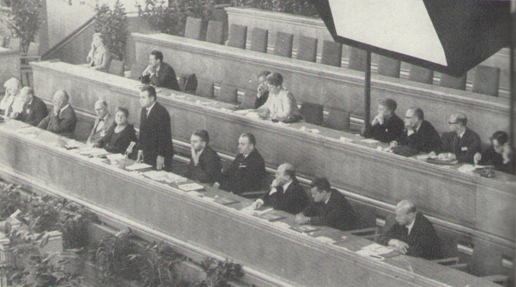 Z dění na XVIII. světovém kongresu INSEA v Praze roku 1966_předsednický stůl