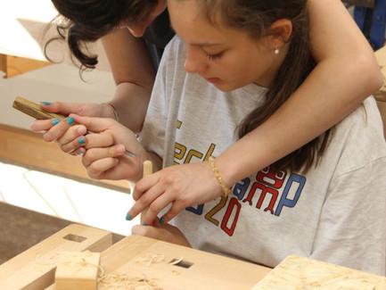 Pracovní vyučování na základních školách se mění – nově technika zaujme i děvčata