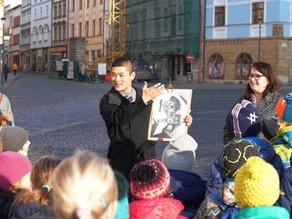 Olomoucký orloj   Výzdoba ve stylu socialistického realismu mi byla podivně blízká