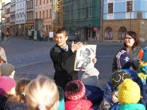 Olomoucký orloj | Výzdoba ve stylu socialistického realismu mi byla podivně blízká