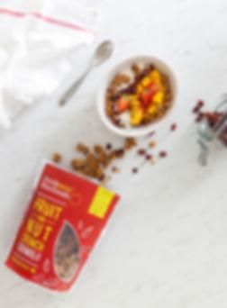 granola-fruit-and-nut-lifestyle-02WEB.jp