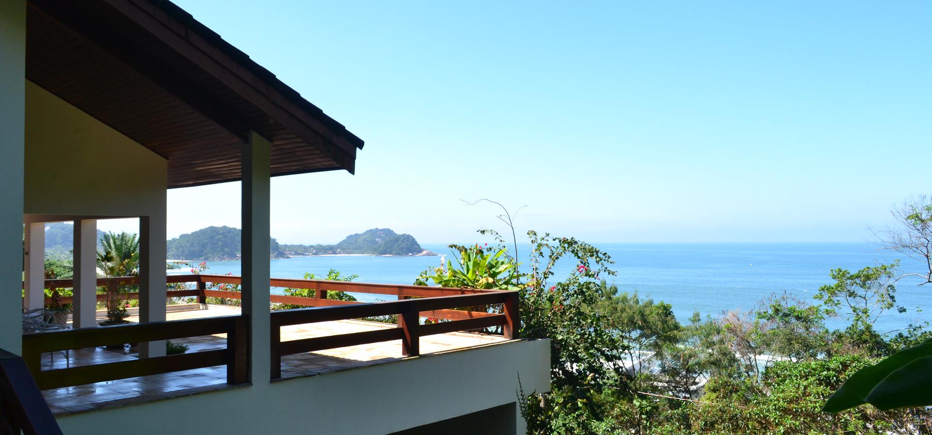 Imóveis na Praia de Tijucopava a Venda e Locação Condomínio Tijucopava Guarujá