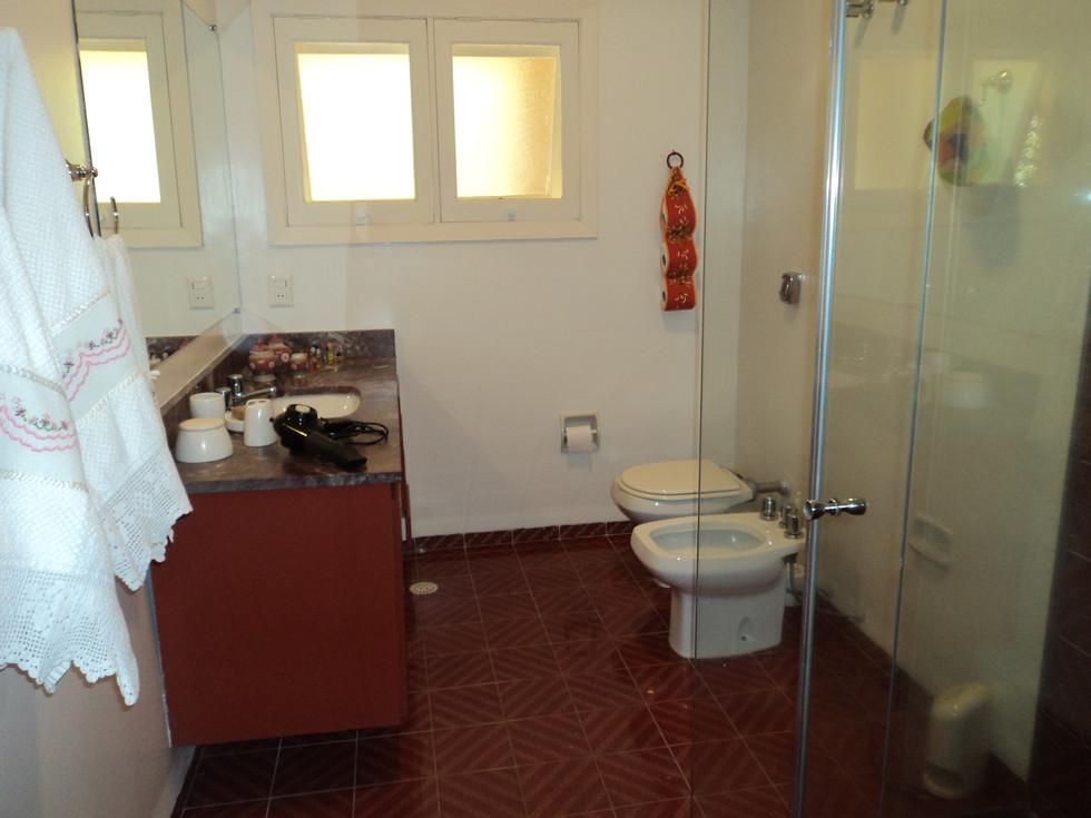 banheiro quartos 3 e 4.jpg