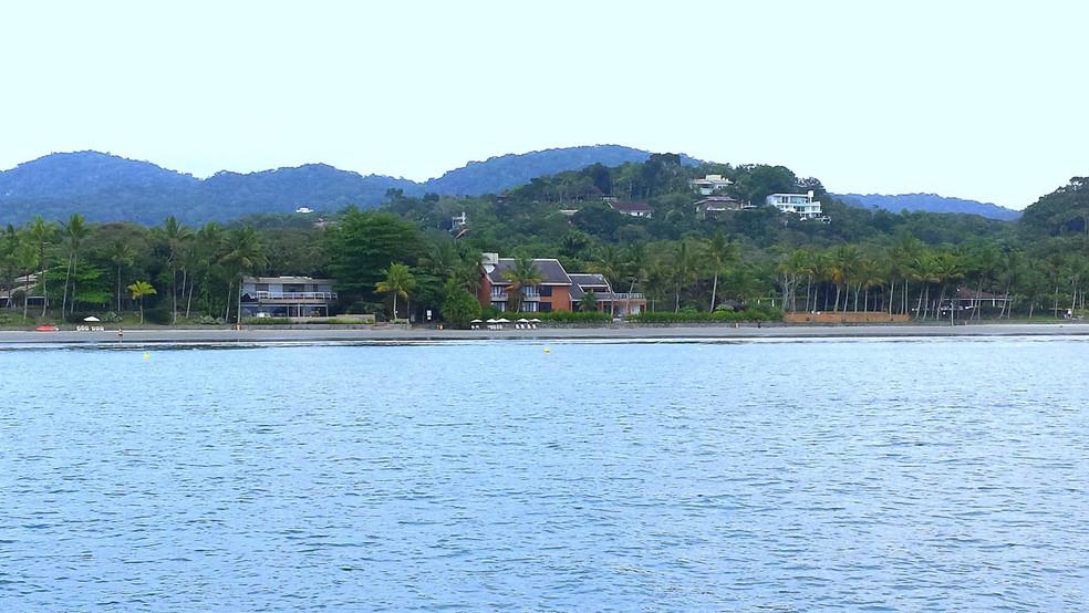 Imóveis pé na Areia no Condomínio Iporanga - Locação Praia de Iporanga Pé na Areia