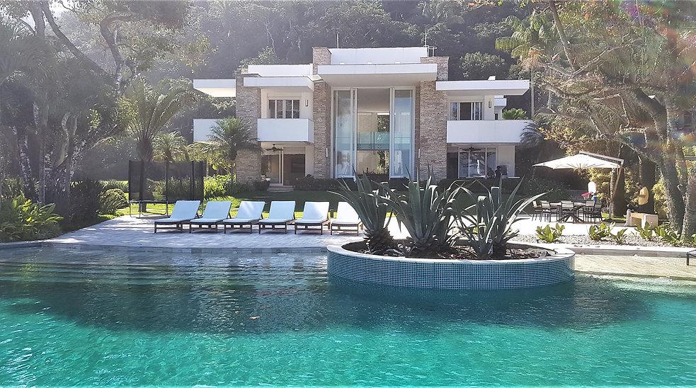 Casa Pé na Areia no Condomínio TIJUCOPAVA no Guarujá - Imóvel VENDA