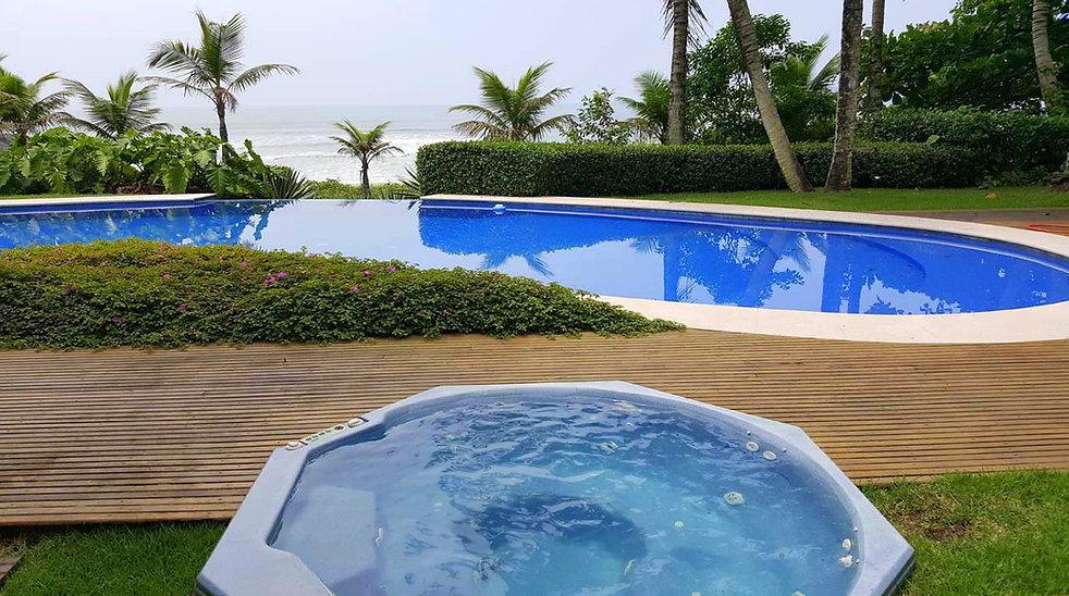 Imóveis Pé na Areia no Condomínio Iporanga - Praia de São Pedro