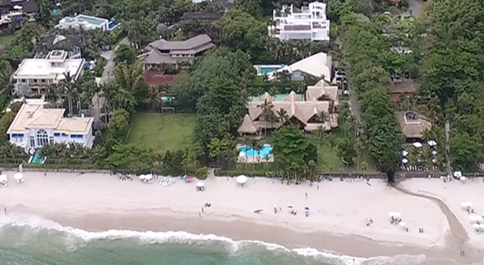 Imóveis Pé na Areia na Praia de São Pedro no Guarujá