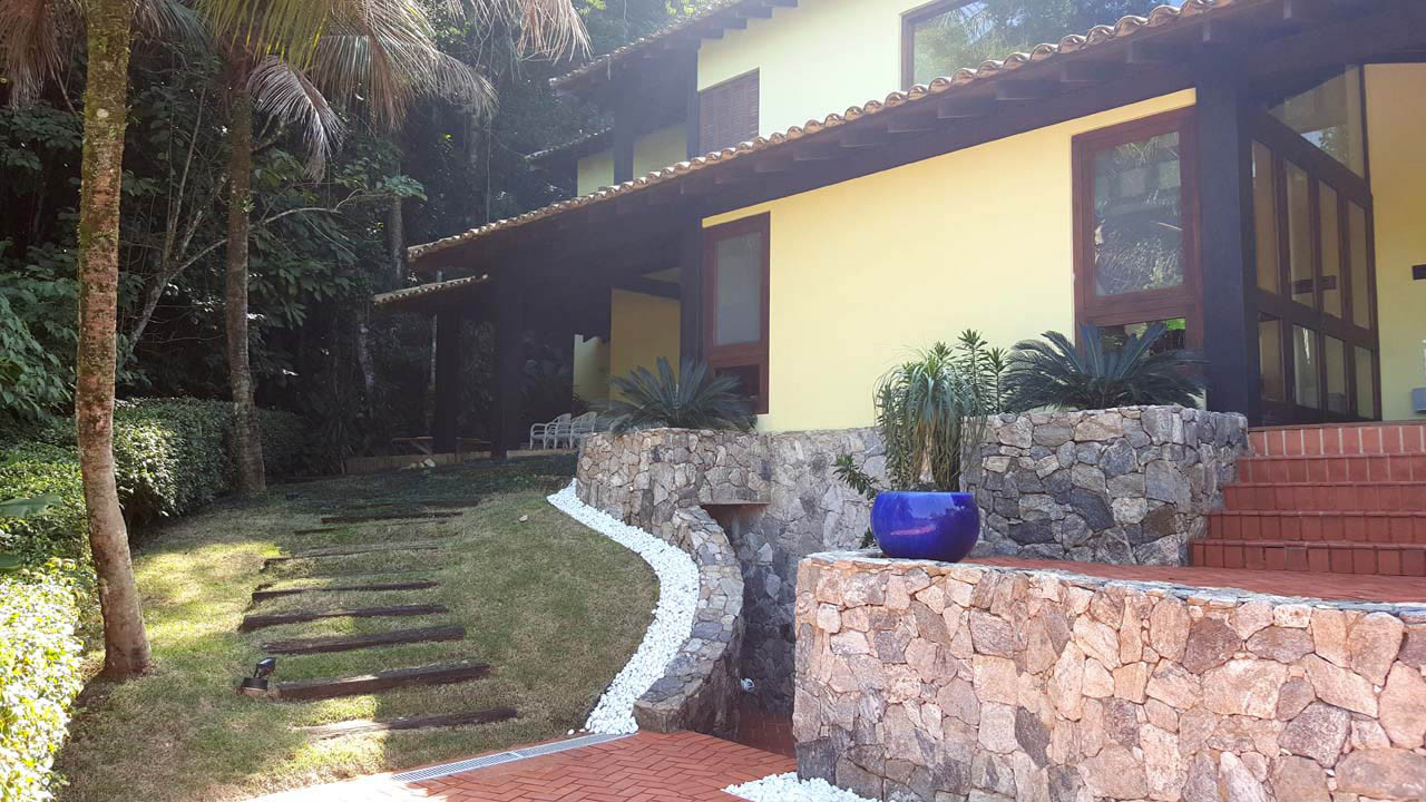 Locação no Condomínio Iporanga