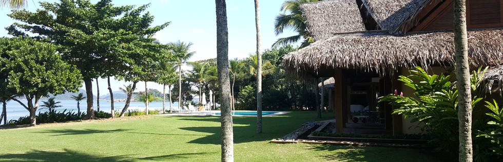 Casa Pé na Areia a VENDA no Condomínio São Pedro na Praia de São Pedro no Guarujá - Imóveis Locação e Aluguel