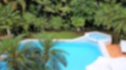 Casas no Condomínio Iporanga - Venda e Locação