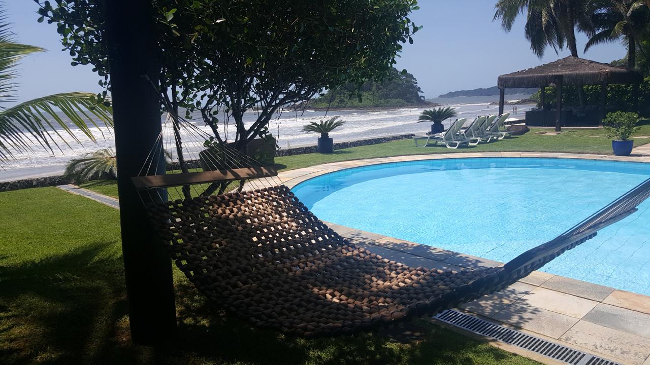 Pé na Areia no Condomínio Tijucopava - Casa A venda Pé Na Areia na Praia de Tijucopava no Guarujá