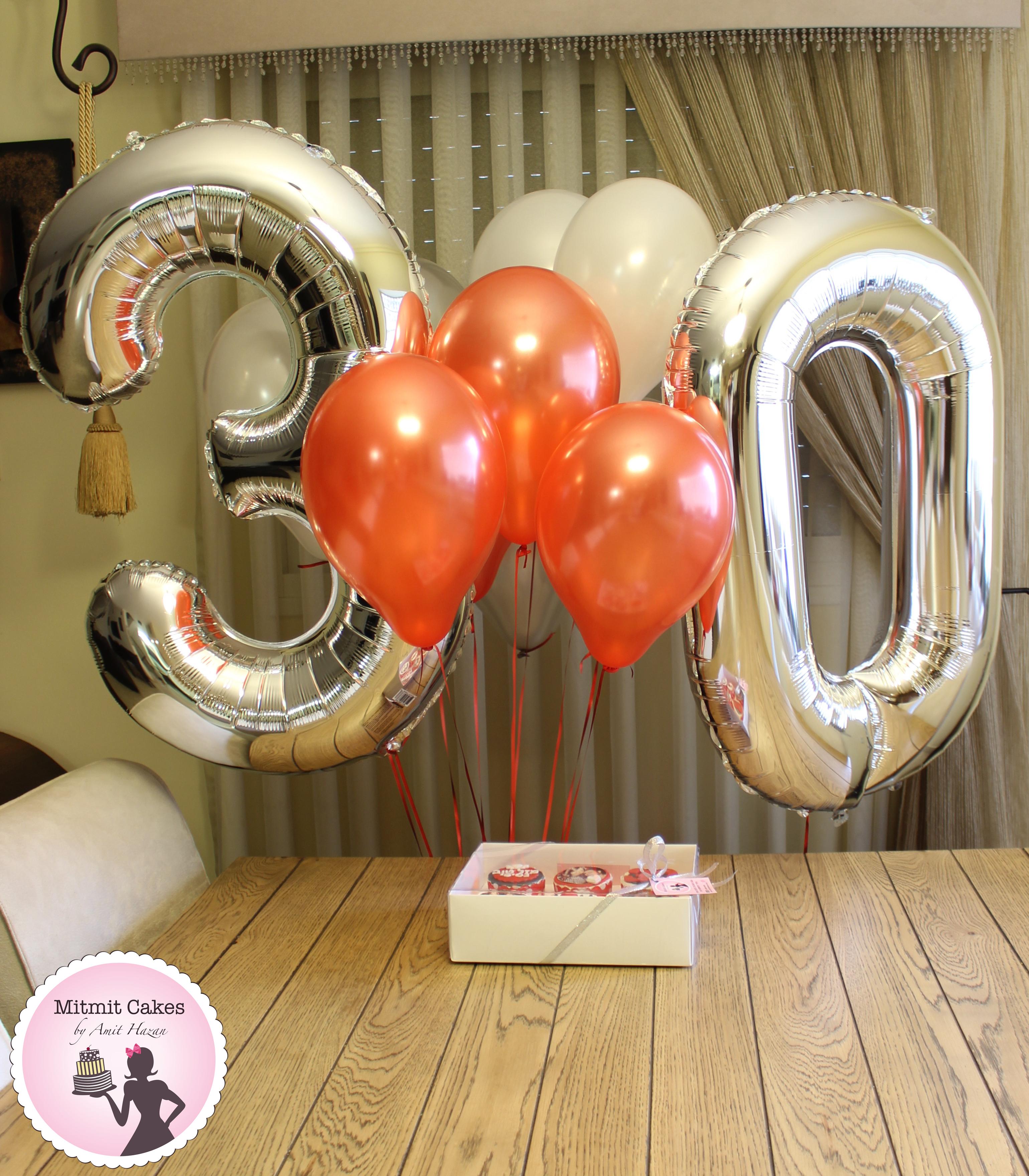 מארז קאפקייקס ובלונים ליום הולדת 30