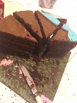 עוגת יום הולדת לאנדרי חתוכה