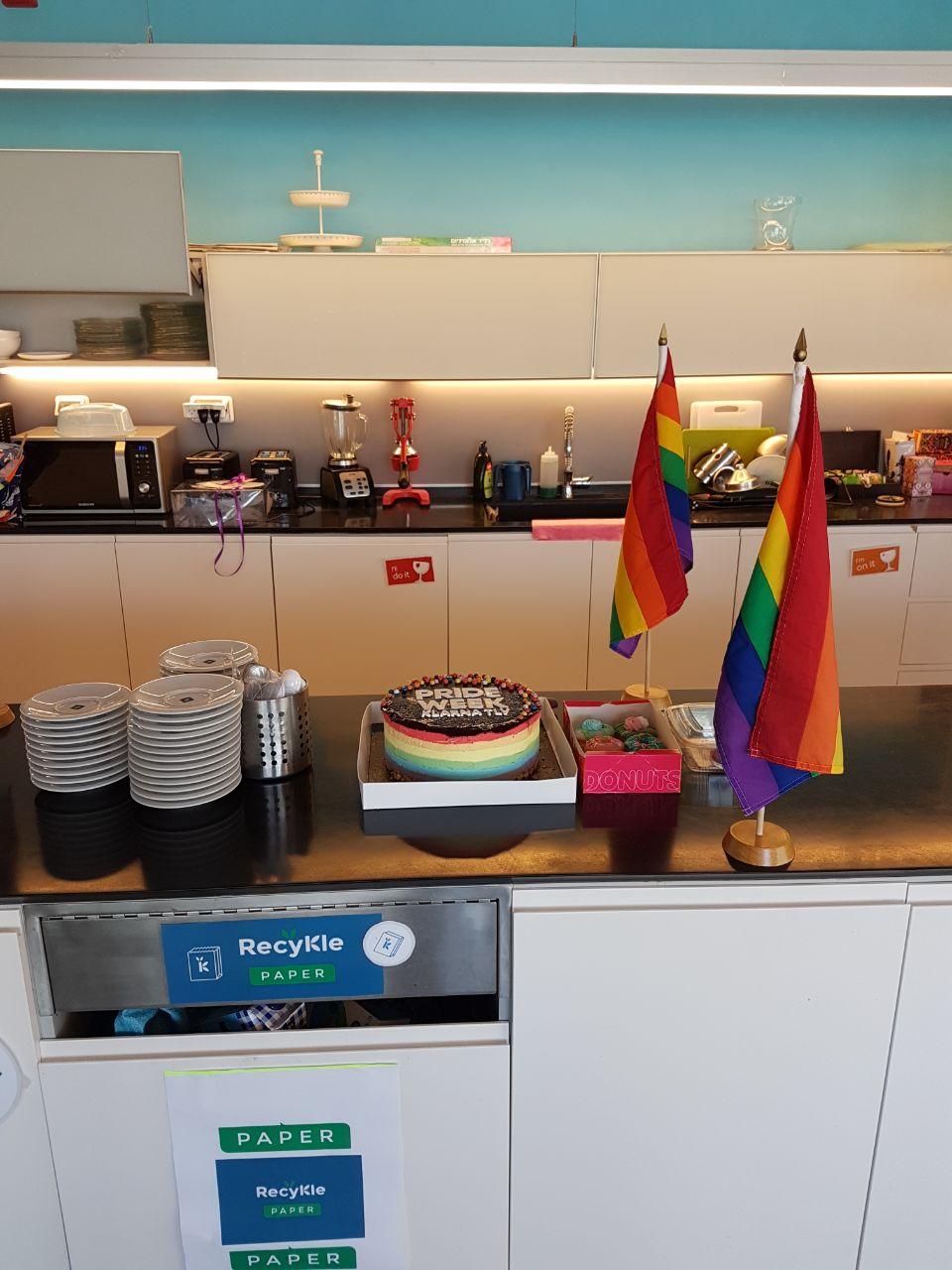 עוגה לתמיכה במצעד הגאווה