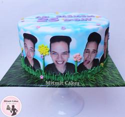 עוגה עם תמונות מעוצבות