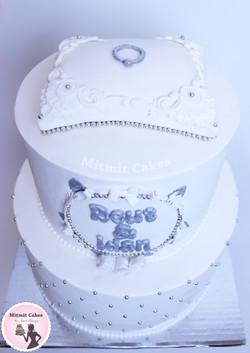 עוגה עם טבעת הצעת נישואין