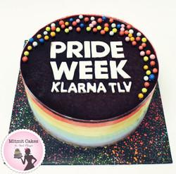עוגה בצבעי דגל הגאווה