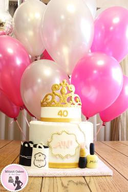 עוגת כתר ובלונים ליום הולדת 40