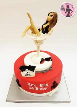 עוגה לדוגמנית קים אדרי