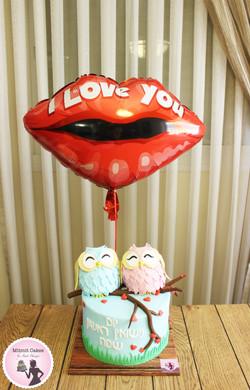 עוגה ובלון ליום נישואין