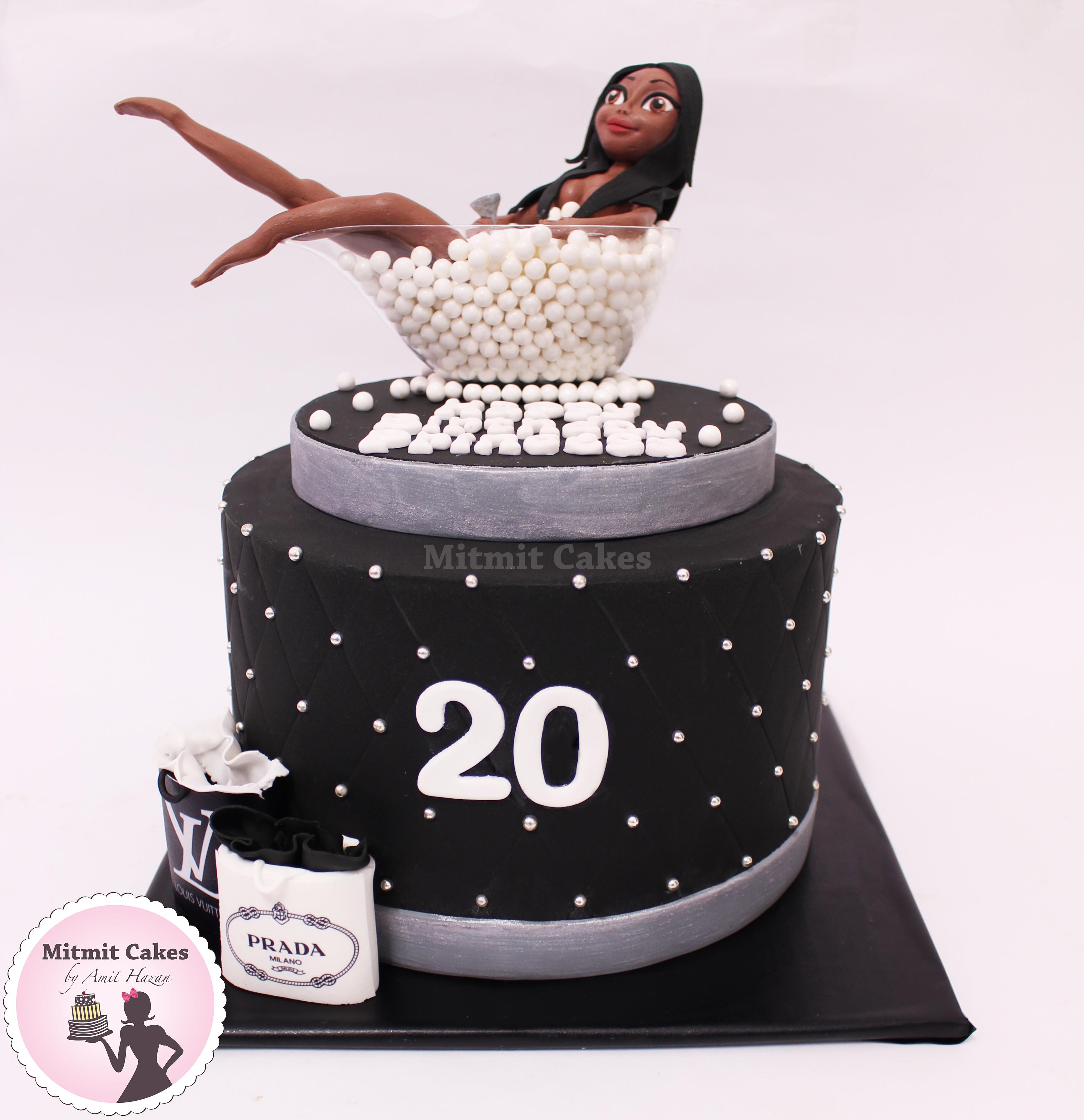 עוגת יום הולדת עם פיסול דמות