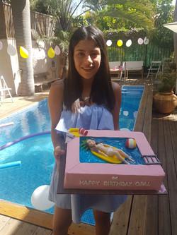 אופל המתוקה עם עוגת מסיבת בריכה