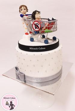 עוגה עם פיסול דמויות