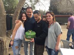 אופק ומשפחתו עם עוגת גיוס