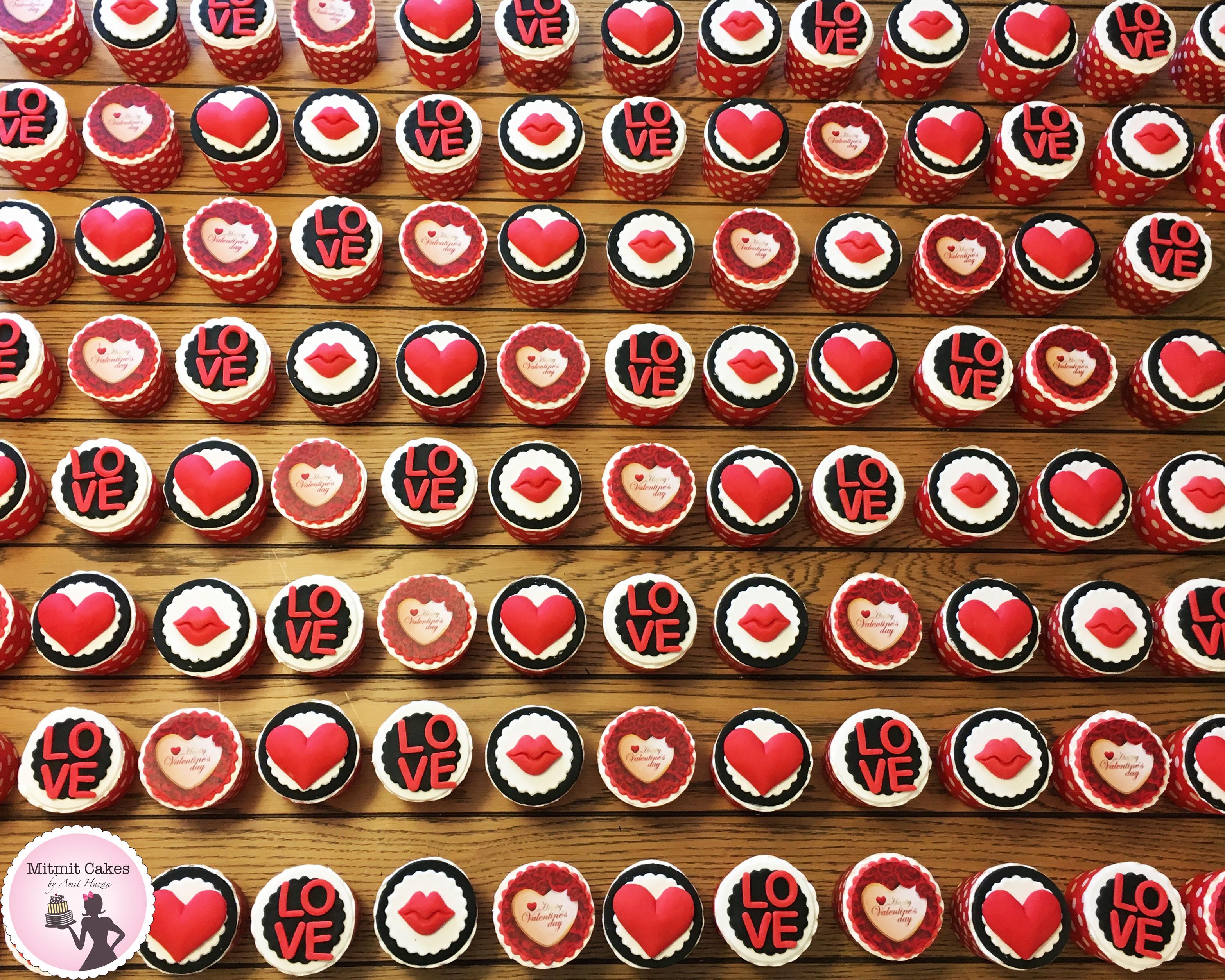מאות קאפקייקס ליום האהבה לעובדים