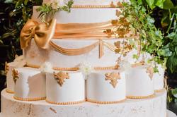 עוגת חתונה זהב לבן