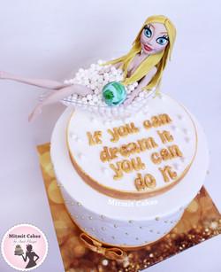 עוגת יום הולדת עם דמות