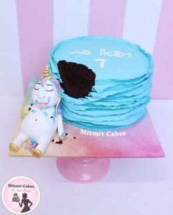 עוגת חד קרן שאכל מעוגה