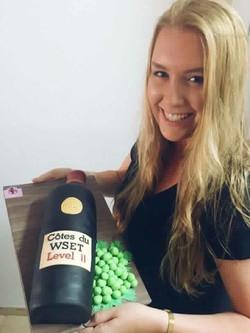 ג'וליה חוגגת סיום לימודים עם עוגת בק