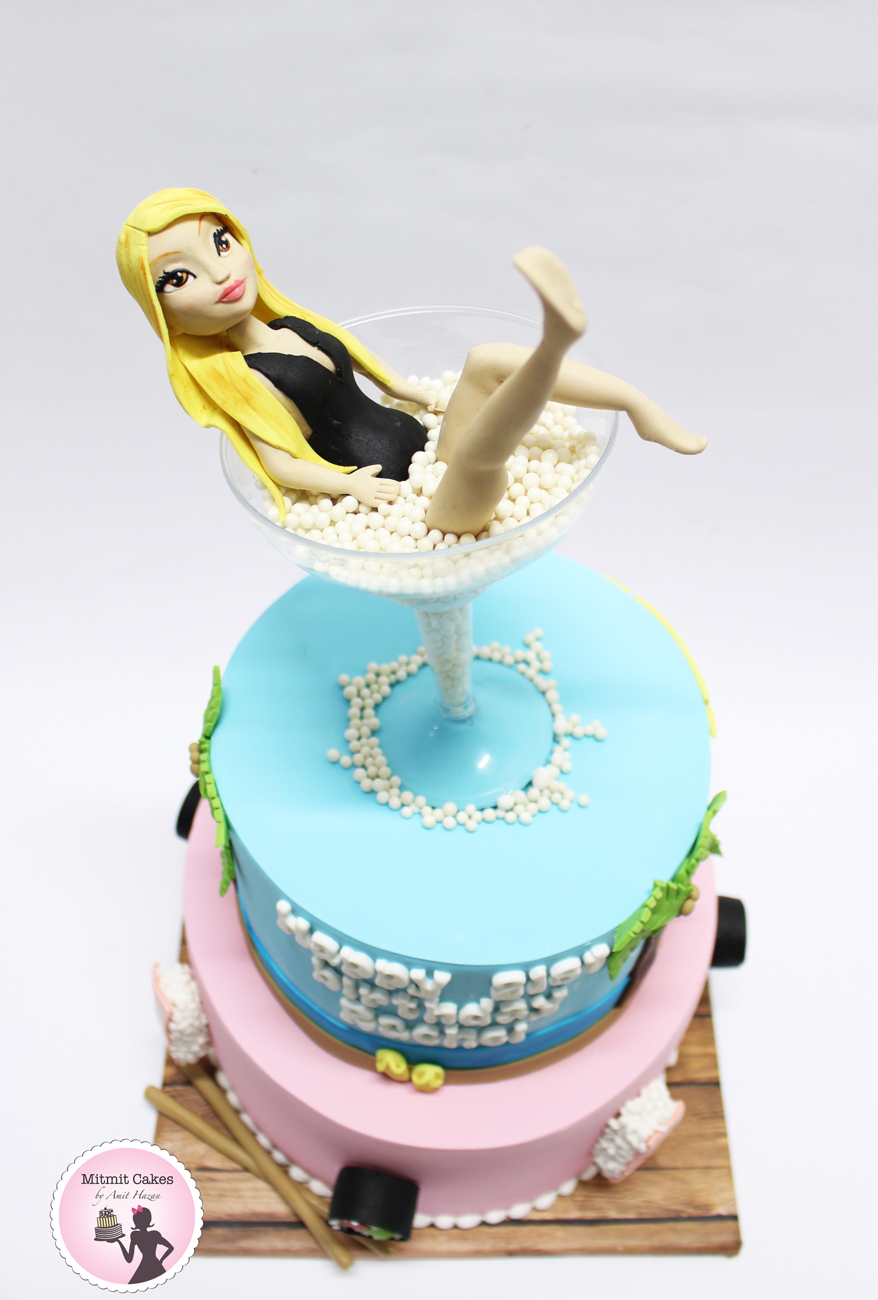 עוגה עם דמות