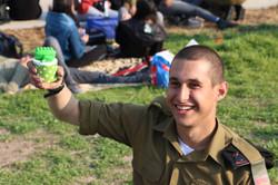פיסול טנק על קאפקייקס לחייל המאושר