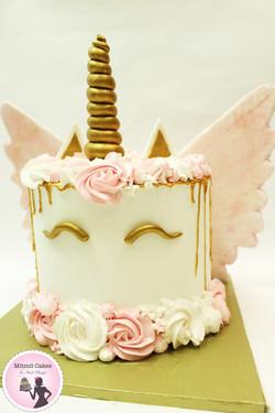 עוגת חד קרן קסומה עם כנפיים