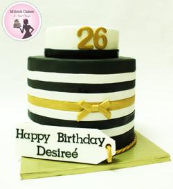 עוגת פסים שחור לבן זהב