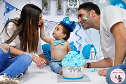 איתי המתוק ומשפחתו עם עוגת סמאש