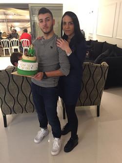 בר היקר ואימו עם עוגת גיוס