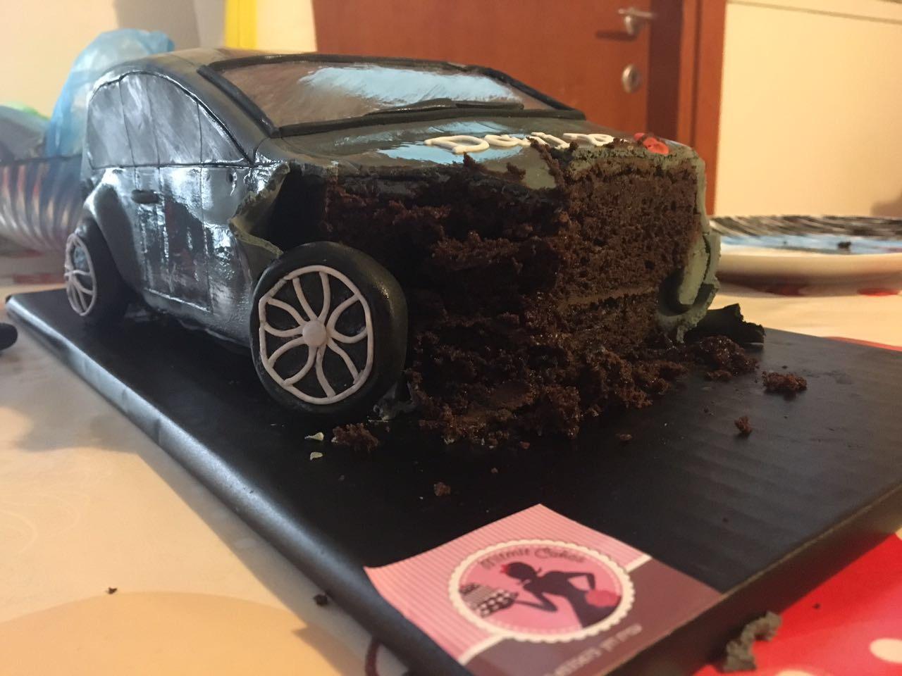 עוגת רכב חתוכה
