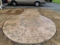 Round patio (Ashlar Slate with compass).