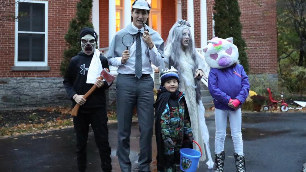 Sherlockonnerie - En 2018, Justin Trudeau a fêté Halloween en costume de Sherlock Holmes